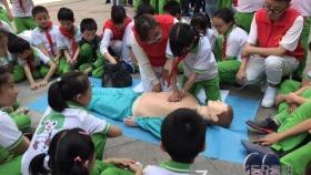 急救知识进校园 300余名小学生学自救