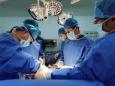 23歲母親割肝救女 八個月大嬰兒患肝硬化,醫學專家挑戰移植禁區   完成我省首例血型不相容跨血型肝移植