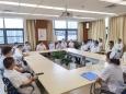 校党委书记梁贵友教授到我院胸外科参加晨会交班
