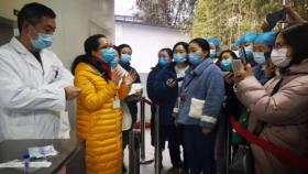 护理部组织临床护理人员进行鼻咽拭子采集培训